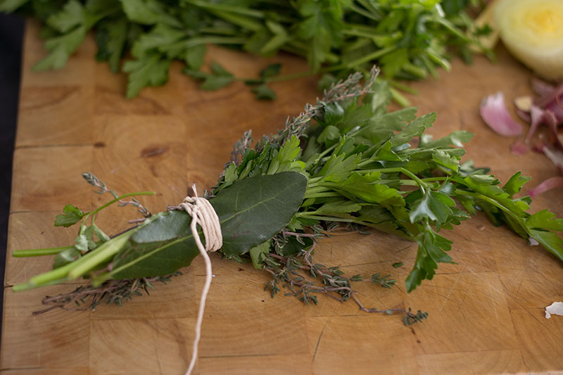 How to make vegetable stock using bouquet garni