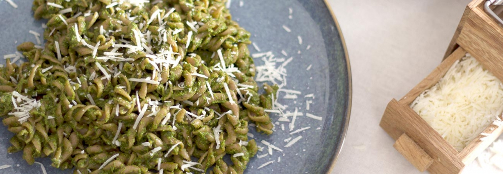 Spinach and walnut pesto with wholemeal pasta
