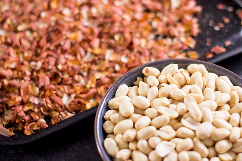 Raw peanuts, skinned
