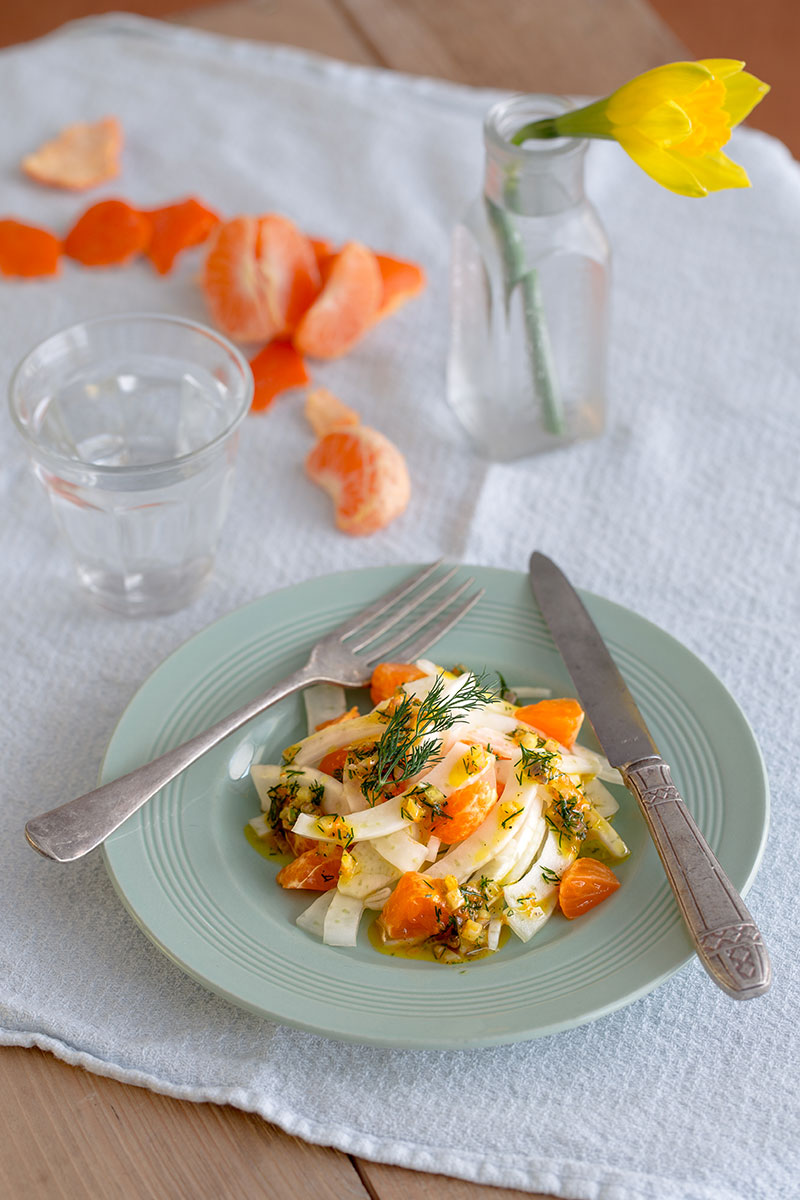 Clementine and fennel salad with a citrussy dill dressing, a light, sweet side salad with the zesty overtones of clementine and the uniquely aromatic flavour of dill, which pairs beautifully with citrus flavours. Anise-scented fennel is the ideal vegetable to base this salad upon, bumping it up to a full sized, slaw-esque side salad. Perfectly suited to light summer dinners, shared lunches, picnics or alongside fish. It's vegetarian and vegan as well, plus dairy free so perfect for most diets.
