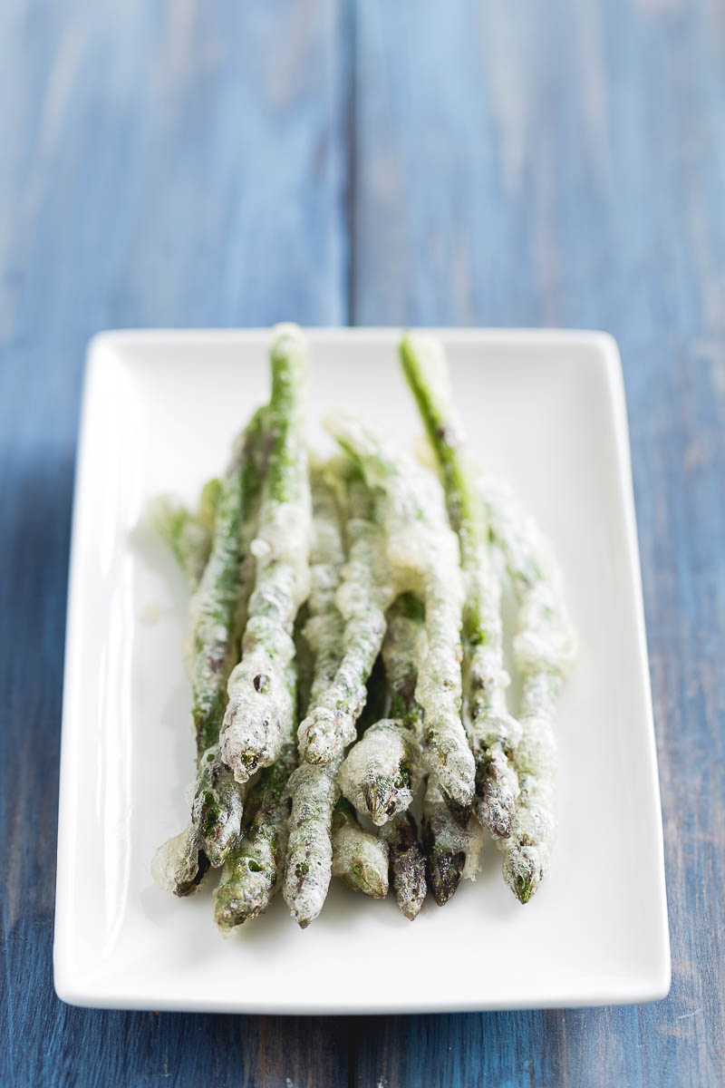 It's time to take advantage of the beautiful British asparagus season, what better way than simple spelt tempura asparagus, served with a delicious garlicky aioli. This may sound complicated, but they are such simple recipes that give a feeling of mastery and sound utterly seductive. These vegetarian dishes make beautiful starters which your guests will be seriously impressed with.