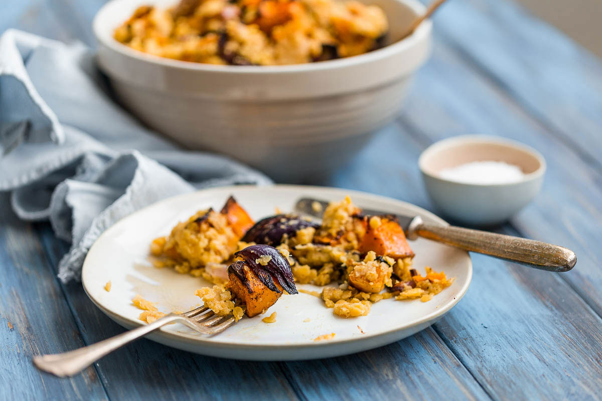 The divine pairing of butternut squash and cinnamon sit so beautifully together in the amazing plant based, vegetarian and vegan recipe, it would be easy to assume that God himself had blessed us with their co-operation. A tray of simple cinnamon roasted squash, mixed up with a mash of garlicky lentils, is incredibly simple and simply incredible. It creates the perfect foundation for a meat free meal or a simple vegetable side dish.